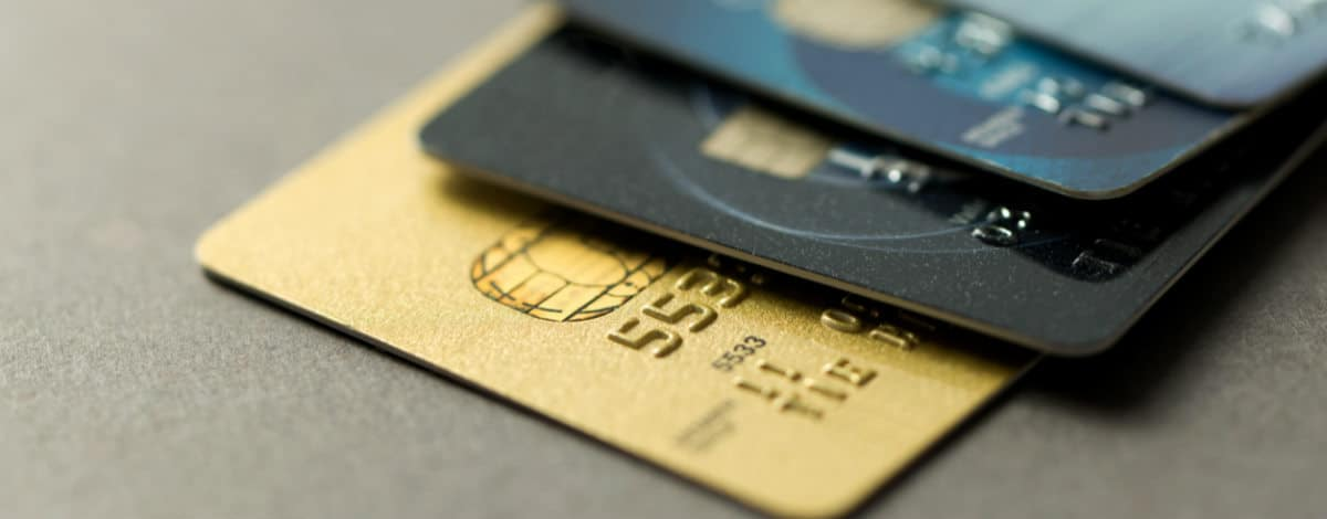 How to select a credit card to enjoy the maximum benefits